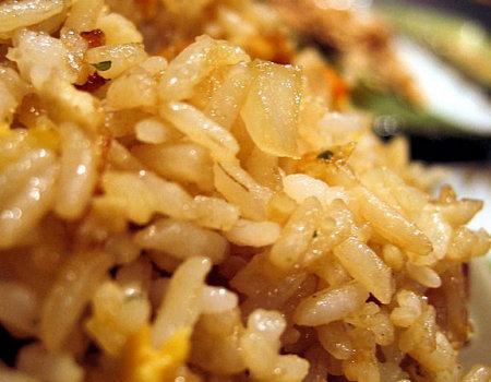 Aby ryż nie skleił się podczas gotowania, należy...