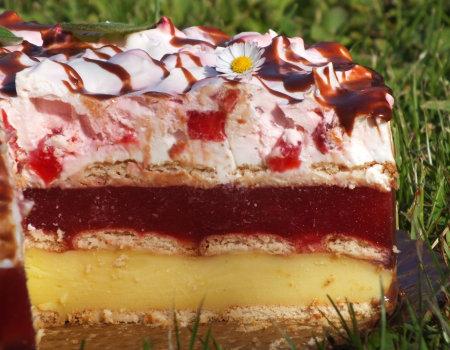 Arbuzowo-truskawkowe ciasto na herbatnikach