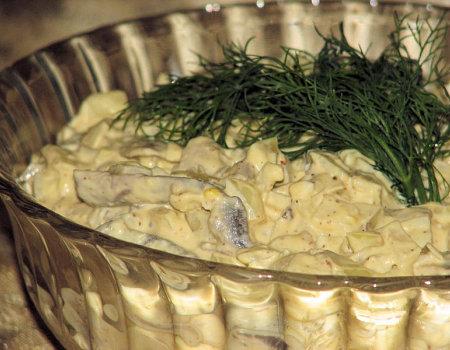 Cebulowa sałatka z pieczarkami