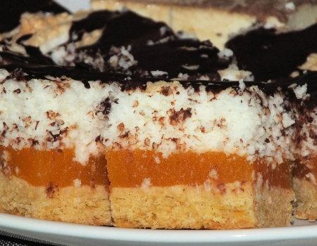 Cukiniowe ciasto pod kokosową bezą
