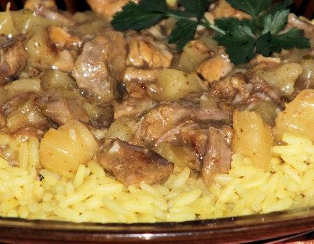 Curry z wieprzowiną i ananasem w sosie słodko-kwaśnym