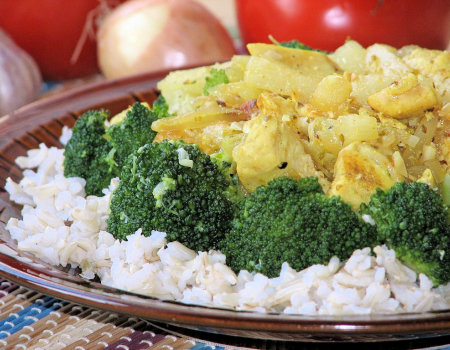 Danie ryżowe z brokułem i kurczakiem na słodko