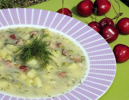 Delikatna zupa z zielonym groszkiem i boczkiem