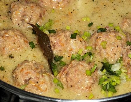 Delikatne mięsne pulpeciki z warzywami
