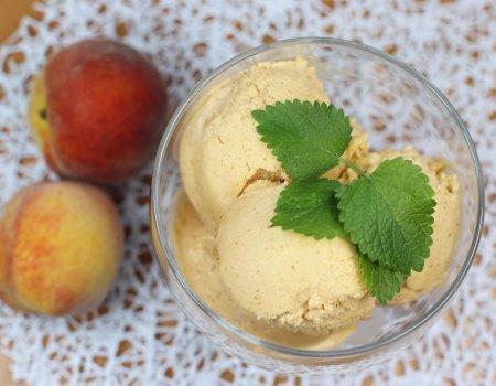 Domowe lody brzoskwiniowe