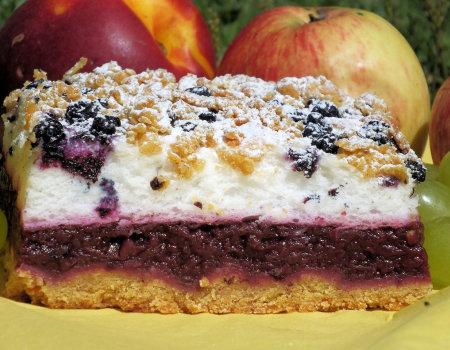 Jabłecznik z jagodami i pianą z białek