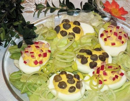 Jajka faszerowane z rzodkiewką i kaparami