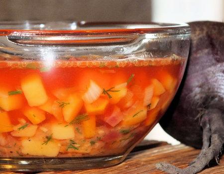 Jarzynowa zupka z czerwonymi burakami