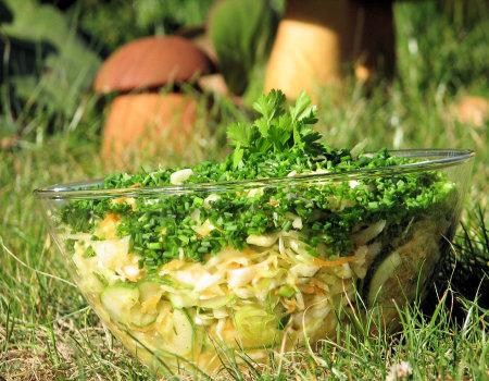 Jesienna surówka z białej kapusty