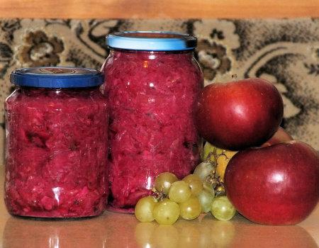 Kiszona czerwona kapusta z jabłkami