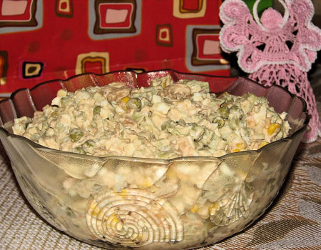 Kolorowa sałatka z tuńczykiem
