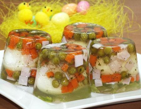 Kolorowe wielkanocne jajka w galarecie