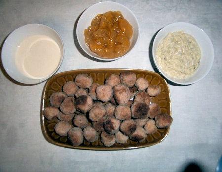 Pikantne kuleczki z różnymi sosami