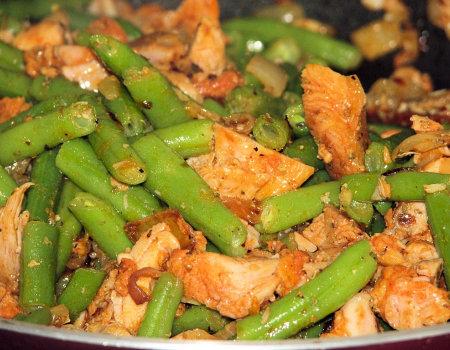 Kurczak na ostro z fasolką szparagową