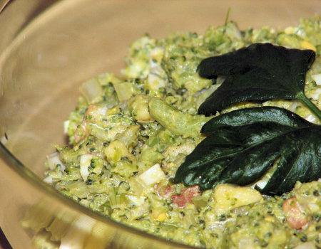 Lekka sałatka brokułowa z łososiem