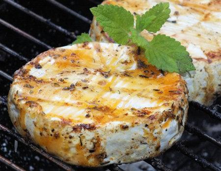 Marynowany camembert z grilla