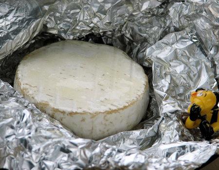 Miodowy camembert z grilla