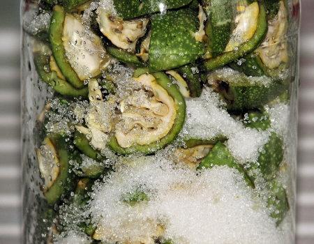Nalewka z zielonych orzechów włoskich