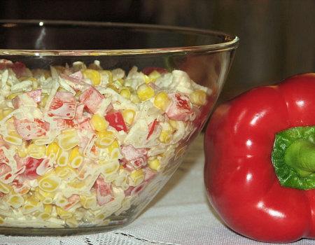 Paprykowa sałatka z konserwowym selerem