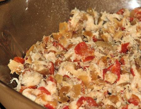 Pasta rybna ze smażoną cebulą i papryką