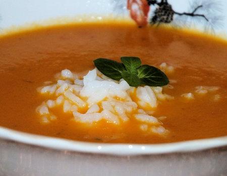 Pomarańczowa zupka z ryżem