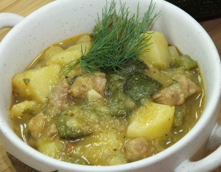 Potrawka z indyka, cukinii i ziemniaków