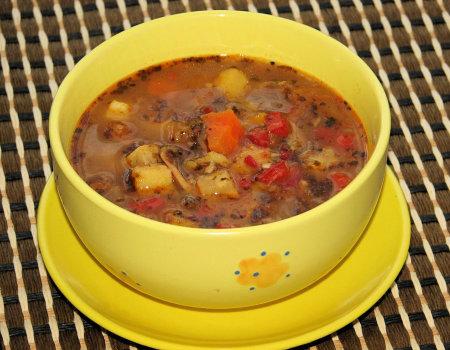 Pożywna zupa gulaszowa