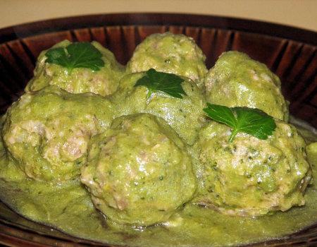 Pulpeciki mięsno-brokułowe w zielonym sosie