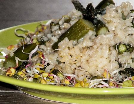 Risotto z zielonymi szparagami i czosnkiem