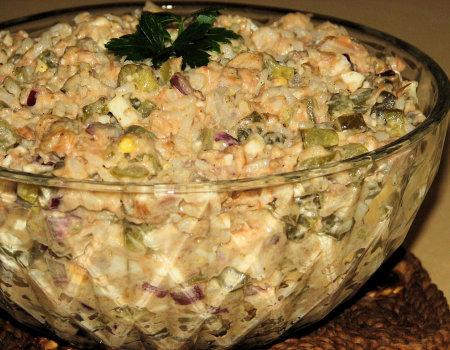 Ryżowa sałatka z wędzonym łososiem