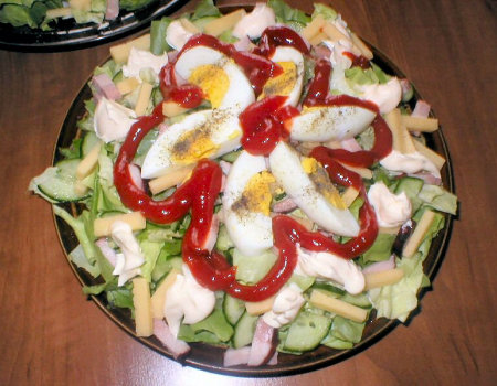 Zielona sałata z szynką