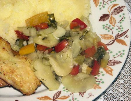 Sałatka obiadowa z ogórków i kolorowej papryki