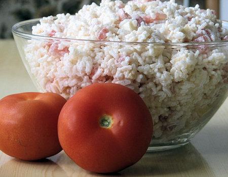 Sałatka ryżowa z pomidorem