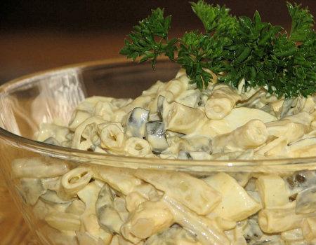 Sałatka z fasolki szparagowej i ogórków kiszonych