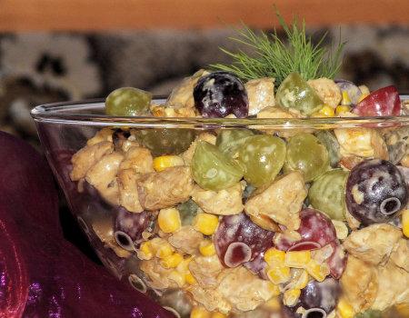 Sałatka z piersi kurczaka i winogron
