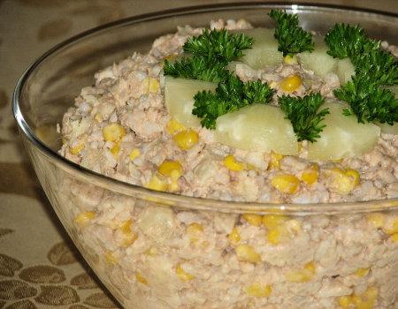 Sałatka z tuńczykiem i ananasem