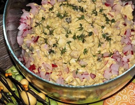 Sałatka ziemniaczana z jajkiem i szynką