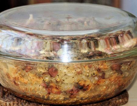 Smaczna i tania zapiekanka makaronowa z parówkami
