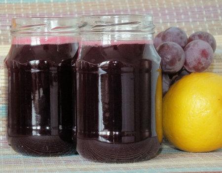 Sok z aronii, śliwek i winogron