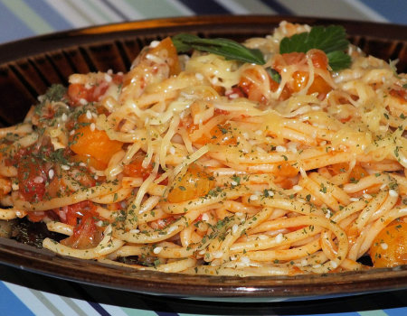 Spaghetti z dynią i pomidorami