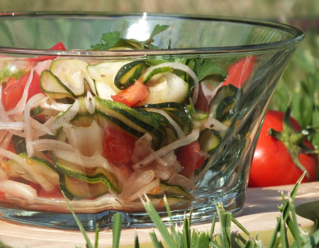 Surówka z cukinii i pomidora