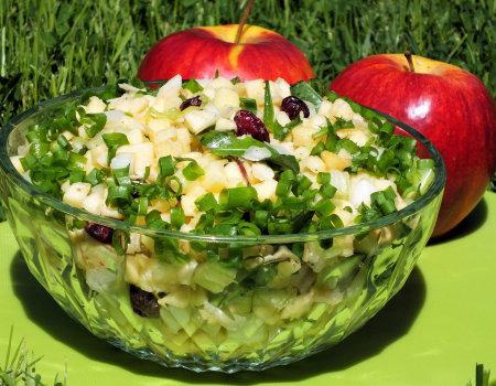 Surówka z jabłek i selera naciowego