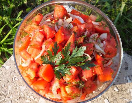 Surówka z pomidorów i koperku