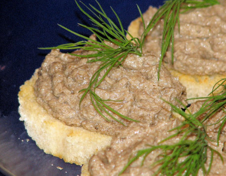 Sylwestrowe grzanki z pieczarkową pastą