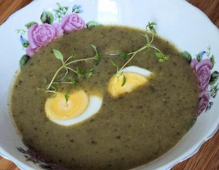 Szczawiowo-ziemniaczany krem z jajkiem