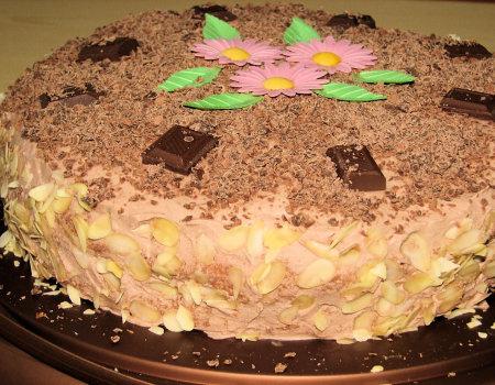Tort śmietankowo-czekoladowy z chałwą