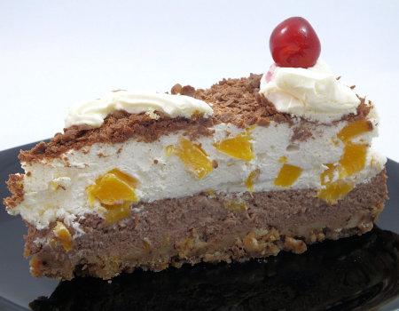 Tort z brzoskwiniami na zimno