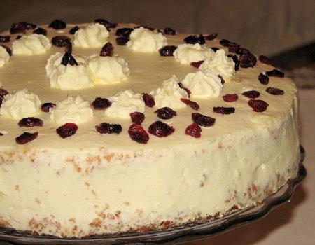 Tort żurawinowy z masą śmietankową