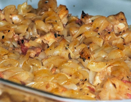 Zapiekanka makaronowa z kurczakiem i serem Feta
