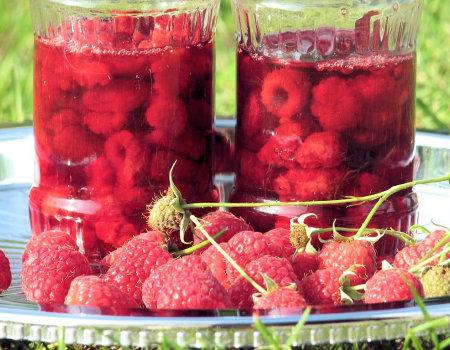 Zatrzymać smaki lata, czyli jak konserwować owoce